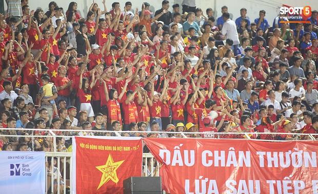 Bố mẹ Bùi Tiến Dũng Nam tiến tiếp lửa U22 Việt Nam - Ảnh 2.