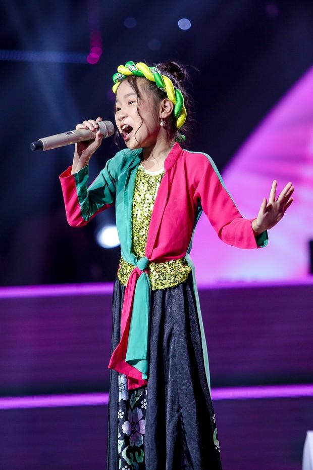 Giọng hát Việt nhí: Học trò Hương Giang chảy máu cam giữa buổi thi vẫn mang lại tiết mục xuất sắc - Ảnh 12.