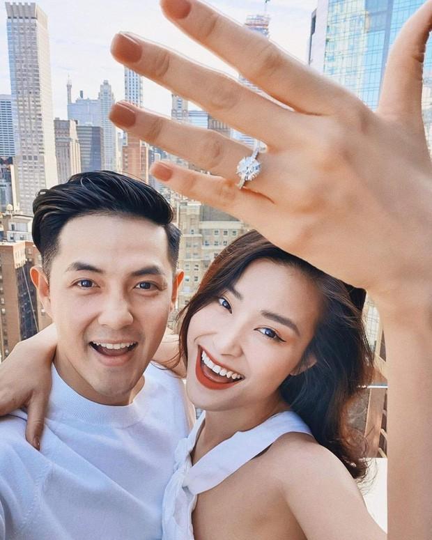 """Đến bây giờ câu chuyện đằng sau màn cầu hôn """"huyền thoại"""" ở New York của Ông Cao Thắng và Đông Nhi mới được hé lộ qua vlog du lịch của 1 người bạn đi cùng - Ảnh 1."""