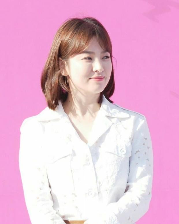 Sao nhí một thời Mặt trăng ôm mặt trời Kim Yoo Jung dự sự kiện mà gây bão: Xinh cực phẩm, fan nghĩ ngay đến Song Hye Kyo - Ảnh 9.