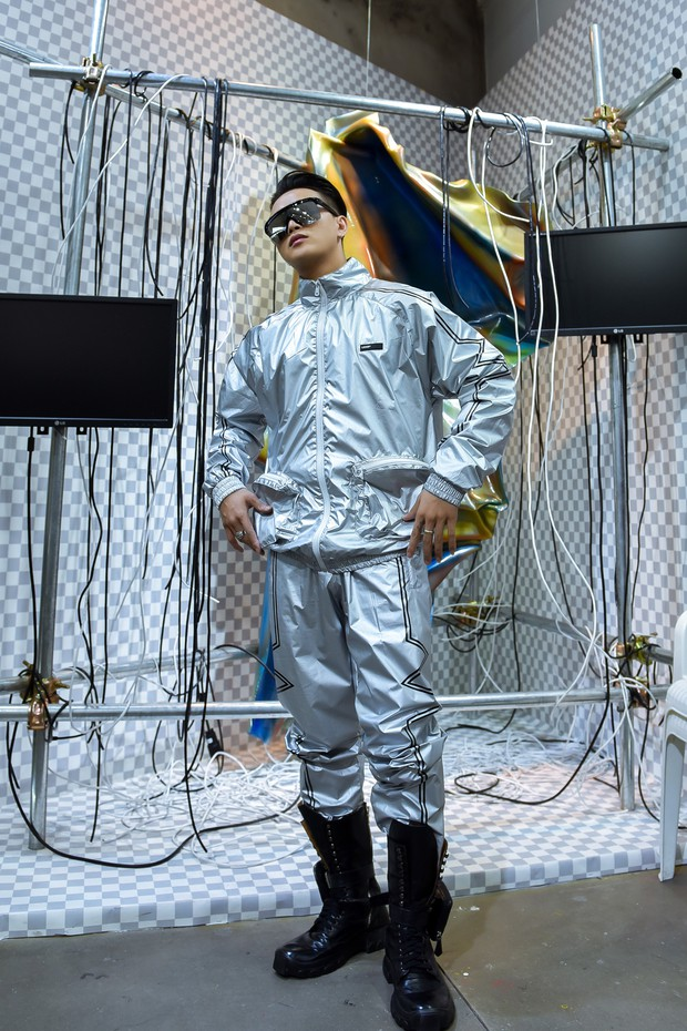 Từng bị gán mác ăn mặc thảm hoạ, TiTi HKT lột xác cực ngầu chuẩn bị tham dự sự kiện thời trang quốc tế - Ảnh 5.