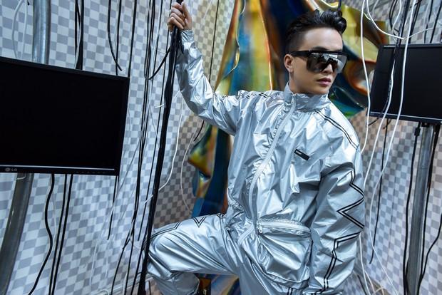 Từng bị gán mác ăn mặc thảm hoạ, TiTi HKT lột xác cực ngầu chuẩn bị tham dự sự kiện thời trang quốc tế - Ảnh 4.