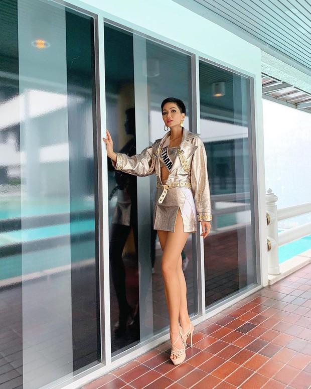 HHen Niê diện váy xẻ đùi: khi thì đẹp xuất sắc, lúc lại chẳng cảm nổi - Ảnh 5.