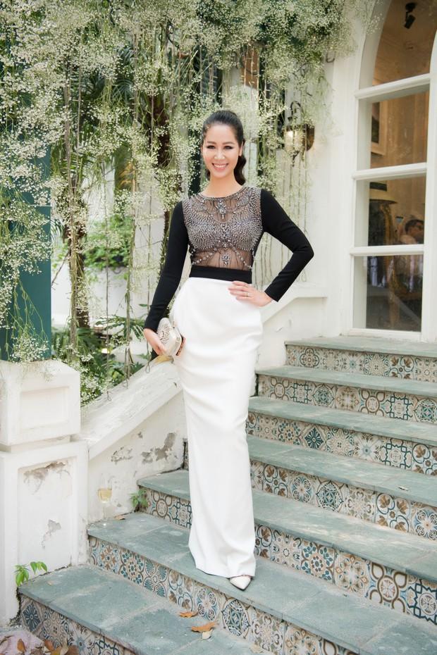 Lo bị nuốt chửng 3 vòng, Mai Phương Thuý vận dụng triệt để chiêu pose hình khi dự show quy tụ toàn Hoa hậu, Á hậu - Ảnh 12.