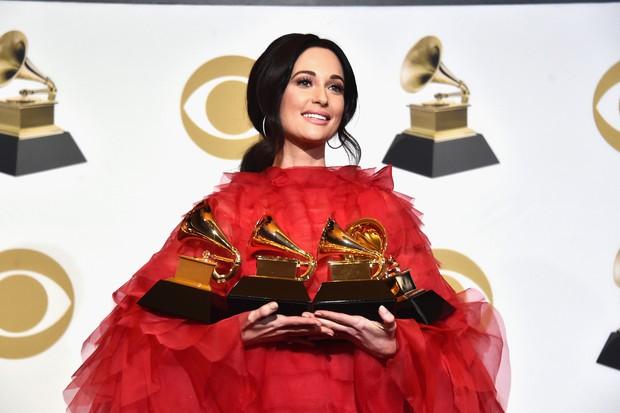 Kacey Musgraves - nữ ca sĩ mặc áo dài quên mặc quần: siêu sao nhạc Country mới nổi dự định soán ngôi Taylor Swift, kèn vàng Grammy cầm đầy tay - Ảnh 7.