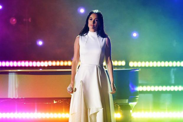 Kacey Musgraves - nữ ca sĩ mặc áo dài quên mặc quần: siêu sao nhạc Country mới nổi dự định soán ngôi Taylor Swift, kèn vàng Grammy cầm đầy tay - Ảnh 6.