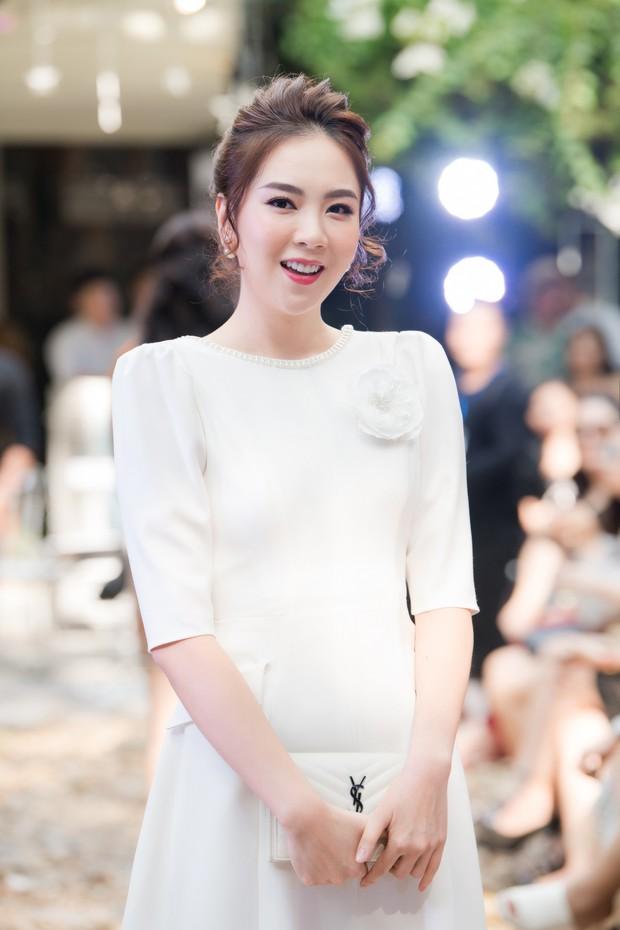 Lo bị nuốt chửng 3 vòng, Mai Phương Thuý vận dụng triệt để chiêu pose hình khi dự show quy tụ toàn Hoa hậu, Á hậu - Ảnh 13.