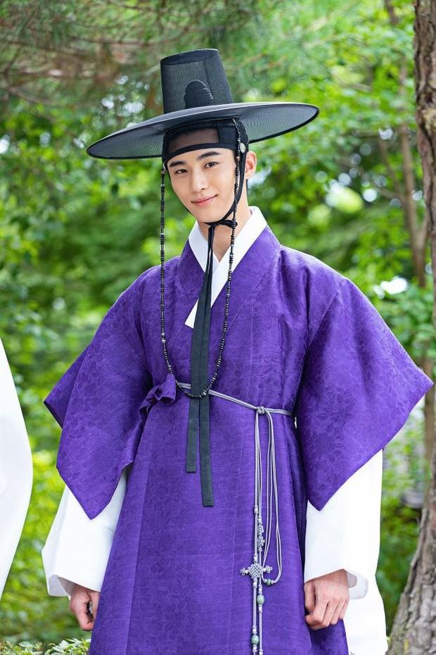 """Anh nào bồ bỏ crush chê, cầm ngay bí kíp """"thả thính"""" của Sạp Mai Mối Thời Joseon bảo đảm ai cũng mê! - Ảnh 1."""
