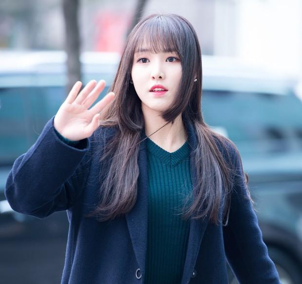 Idol Hàn diện kiểu tóc Hime: từ Irene đến Momo đều xinh xuất thần nhưng lại có 1 người khiến dân tình ngứa mắt - Ảnh 2.