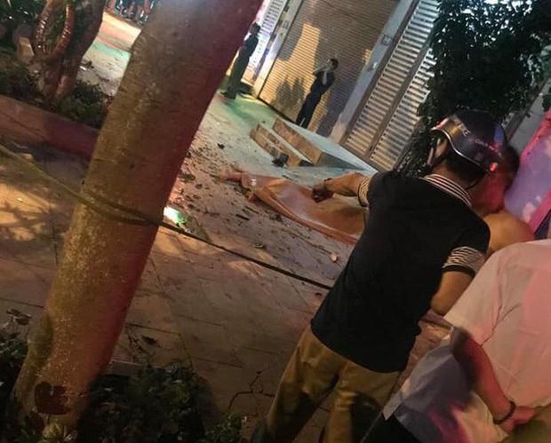 Nghi vấn giang hồ đi ô tô bán tải tông 2 thanh niên đi xe máy dừng đèn đỏ làm 1 người chết, 1 người bị thương - Ảnh 2.