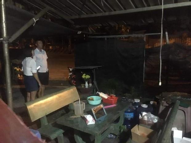 3 thanh niên ném bom xăng vào quán cà phê ở Bình Dương - Ảnh 1.