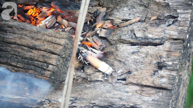 Hà Nội: Vứt tàn thuốc gây cháy dầm gỗ cầu Long Biên, nhóm nam thanh nữ tú vẫn vô tư chụp ảnh sống ảo trên đường ray - Ảnh 6.