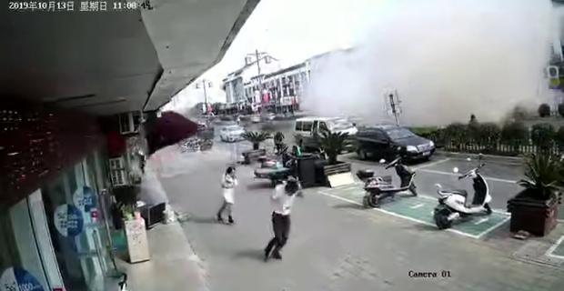 Nổ gas kinh hoàng tại quán ăn vặt khiến 9 người tử vong và 10 người bị thương, nguyên nhân vẫn chưa được tiết lộ - Ảnh 6.