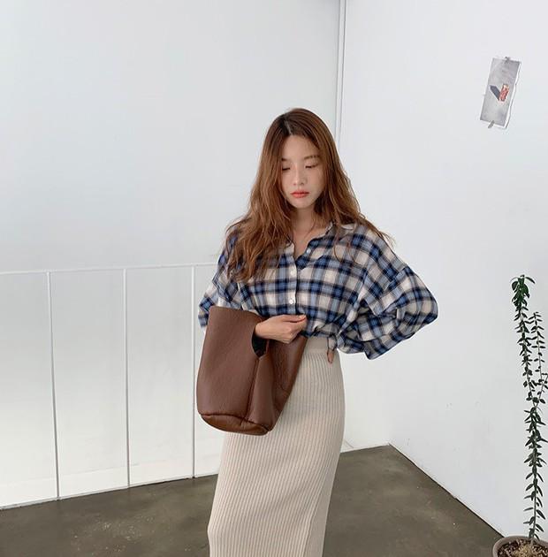 """5 mẫu áo sơ mi đang chiếm sóng Thu 2019, mau tậu gấp để """"nâng level"""" phong cách thôi các nàng công sở! - Ảnh 10."""