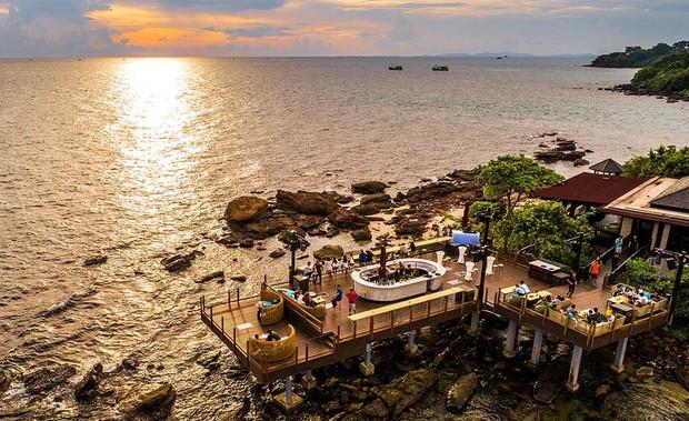 """Đông Nhi - Ông Cao Thắng """"chịu chơi"""" mời hàng trăm khách tới Phú Quốc tổ chức đám cưới, loạt resort 5 sao nổi tiếng được gọi tên! - Ảnh 9."""