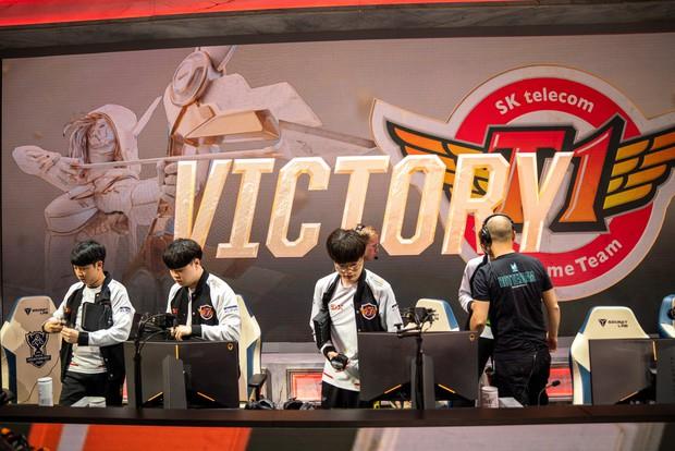LMHT: Học Lowkey Esports, SKT đánh bại RNG trong ván đấu căng thẳng nhất CKTG 2019 bằng trò đẩy trụ lén - Ảnh 1.