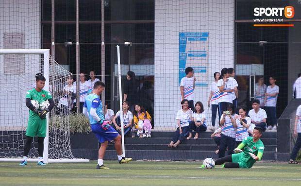 U22 Việt Nam đón tin không vui: Hoàng Đức dính chấn thương sau trận hòa 1-1 với UAE - Ảnh 9.