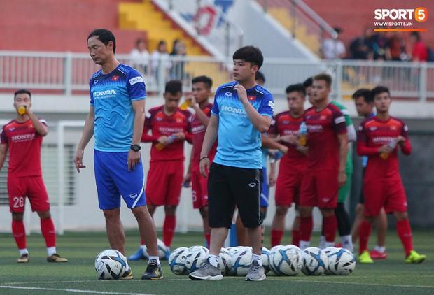 U22 Việt Nam đón tin không vui: Hoàng Đức dính chấn thương sau trận hòa 1-1 với UAE - Ảnh 8.
