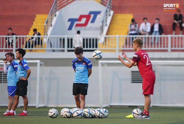 U22 Việt Nam đón tin không vui: Hoàng Đức dính chấn thương sau trận hòa 1-1 với UAE - Ảnh 6.