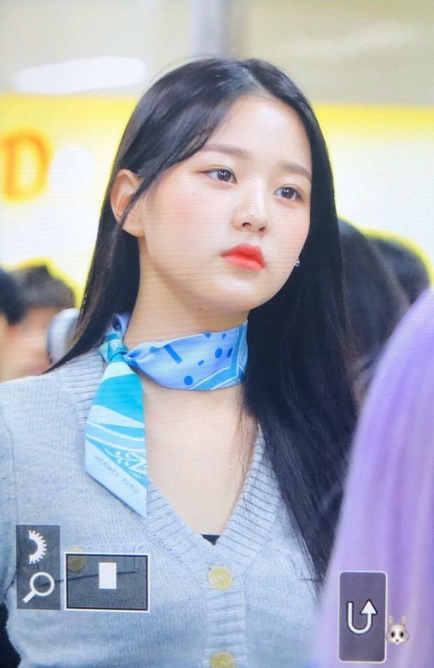 Outfit sân bay bị chê tơi tả vì lỗi thời, Jang Won Young (IZ*ONE) vẫn thừa sức cân đẹp với body cực đỉnh - Ảnh 1.