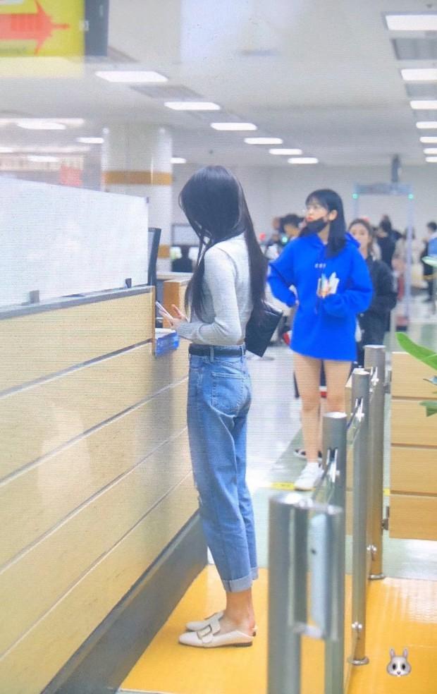 Outfit sân bay bị chê tơi tả vì lỗi thời, Jang Won Young (IZ*ONE) vẫn thừa sức cân đẹp với body cực đỉnh - Ảnh 10.