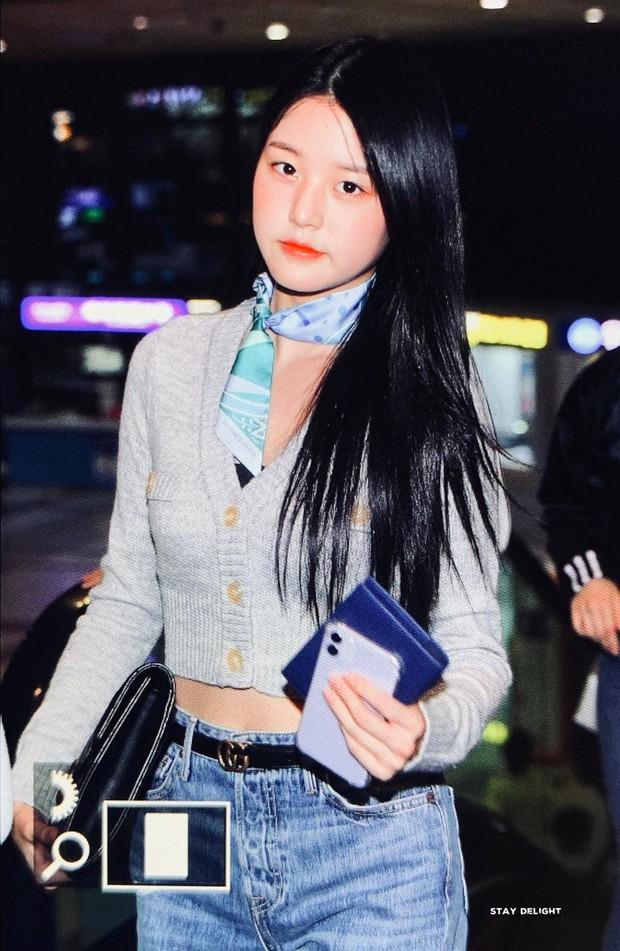 Outfit sân bay bị chê tơi tả vì lỗi thời, Jang Won Young (IZ*ONE) vẫn thừa sức cân đẹp với body cực đỉnh - Ảnh 4.