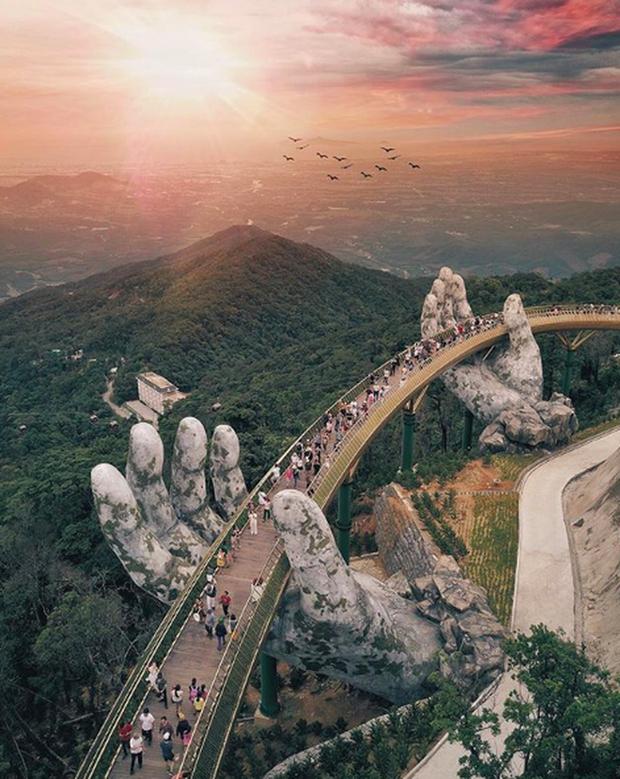 """HOT: Cầu Vàng Đà Nẵng được MXH Instagram """"lăng xê"""" trên tài khoản chính thức hơn 300 triệu lượt theo dõi, du khách toàn cầu tung hô hết lời! - Ảnh 1."""