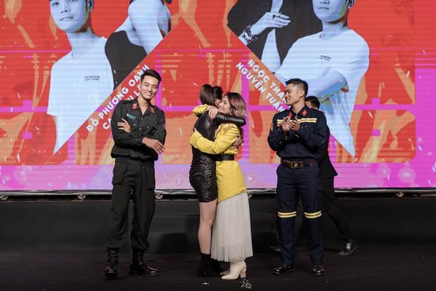 Ngọc Thanh Tâm ôm chầm Phương Oanh khi cùng đăng quang Mỹ nhân hành động - Ảnh 2.
