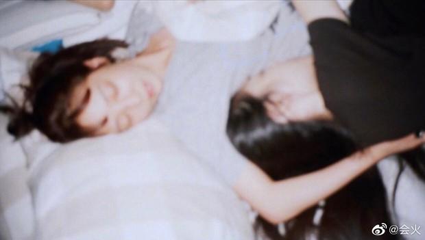 Goo Hara đăng dòng cảm xúc tưởng nhớ Sulli, netizen rùng mình nhớ lại vụ tự tử bất thành tháng 5 vừa qua - Ảnh 4.