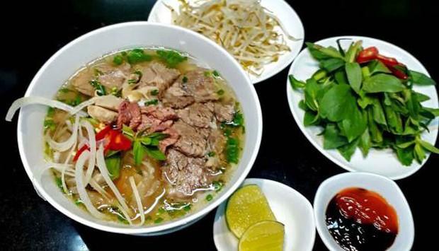 Biến tấu của phở Việt: Ngon thì ngon thật nhưng cũng có những phiên bản... hiểu được chết liền - Ảnh 1.