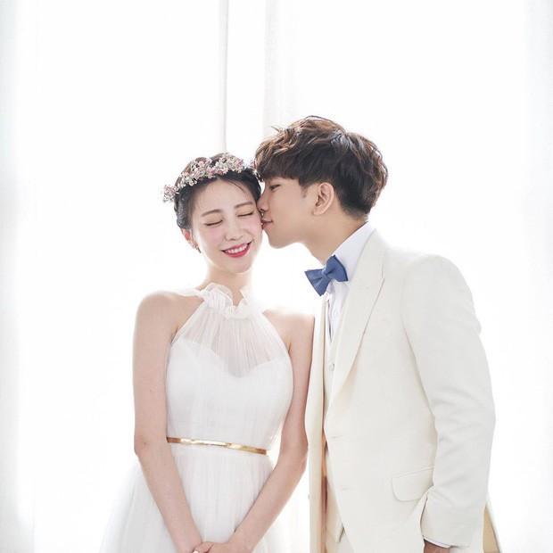 Hôn lễ cặp đôi cưới sau 700 ngày yêu: Lung linh, cô dâu lộng lẫy, Taecyeon (2PM) cùng dàn nam thần MBLAQ đến chung vui - Ảnh 1.