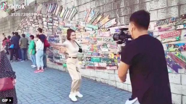 """Khi Ngọc Trinh làm vlog du lịch: đưa cả ekip hùng hậu sang Hàn Quốc, nhưng quay """"mòng mòng"""" 80 lần không đọc được tên địa danh - Ảnh 4."""