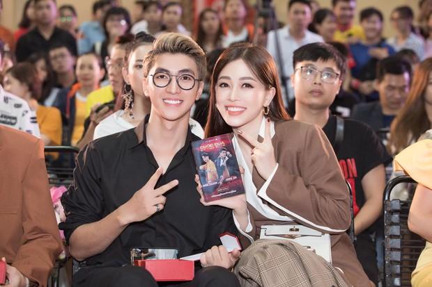 6 cặp đôi trai tài gái sắc của showbiz Việt: Đông Nhi là Á khoa, Ông Cao Thắng 12 năm học giỏi, Trấn Thành bị đuổi vì bận chạy show còn Hari luôn đứng đầu lớp - Ảnh 18.