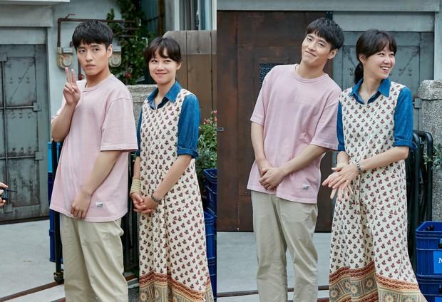Trả đũa Kim Rae Won, chị đại Gong Hyo Jin chọn trai quê Kang Ha Neul là bạn diễn ăn ý nhất trước nay! - Ảnh 4.