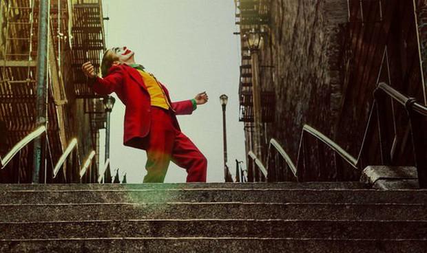 Fan cuồng cầu thang Joker khiến Google muối mặt, lũ lượt phong chức thánh địa lúc nào không hay - Ảnh 2.