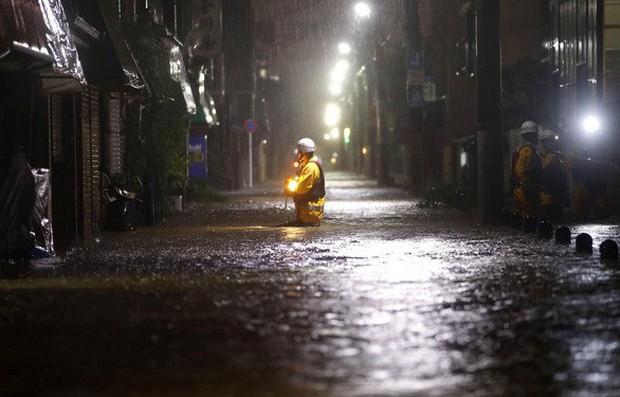 Siêu bão Hagibis tàn phá Nhật Bản: Đã cướp đi những gì? - Ảnh 2.