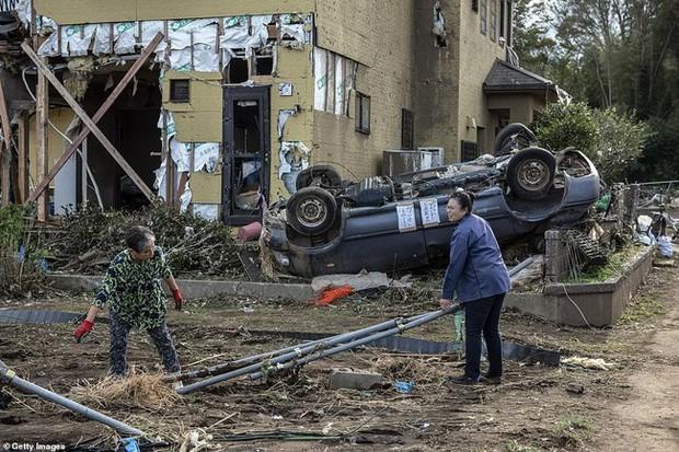 Người Nhật Bản, từ già đến trẻ không ai than khóc với thảm họa Hagibis, âm thầm vực dậy sau nỗi đau - Ảnh 11.