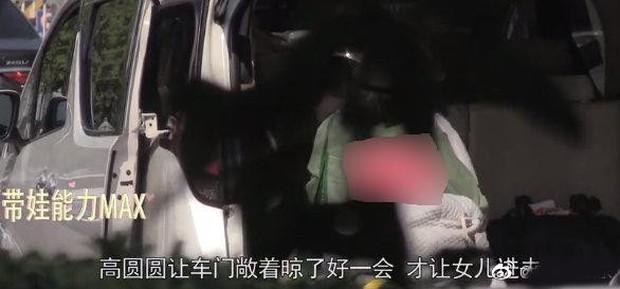 Con gái Cao Viên Viên lần đầu lộ diện khi cùng mẹ tới phim trường thăm bố Triệu Hựu Đình, khuôn mặt bụ bẫm cực kỳ đáng yêu - Ảnh 5.