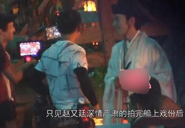 Con gái Cao Viên Viên lần đầu lộ diện khi cùng mẹ tới phim trường thăm bố Triệu Hựu Đình, khuôn mặt bụ bẫm cực kỳ đáng yêu - Ảnh 6.