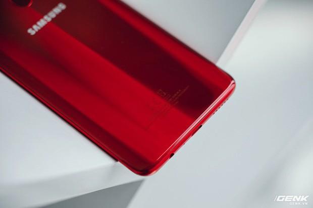 """Trên tay Galaxy A20s đỏ chót: Bản nâng cấp """"nhẹ"""", thêm camera, màn hình LCD, chip Snapdragon 450 và lựa chọn bộ nhớ 64GB - Ảnh 8."""