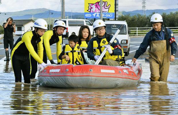 Người Nhật Bản, từ già đến trẻ không ai than khóc với thảm họa Hagibis, âm thầm vực dậy sau nỗi đau - Ảnh 9.