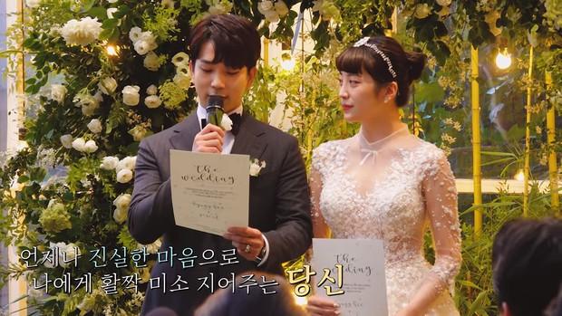Hôn lễ cặp đôi cưới sau 700 ngày yêu: Lung linh, cô dâu lộng lẫy, Taecyeon (2PM) cùng dàn nam thần MBLAQ đến chung vui - Ảnh 11.