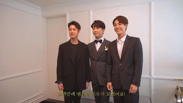 Hôn lễ cặp đôi cưới sau 700 ngày yêu: Lung linh, cô dâu lộng lẫy, Taecyeon (2PM) cùng dàn nam thần MBLAQ đến chung vui - Ảnh 13.