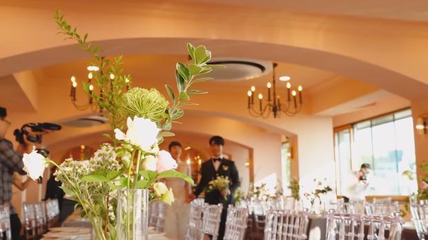 Hôn lễ cặp đôi cưới sau 700 ngày yêu: Lung linh, cô dâu lộng lẫy, Taecyeon (2PM) cùng dàn nam thần MBLAQ đến chung vui - Ảnh 4.