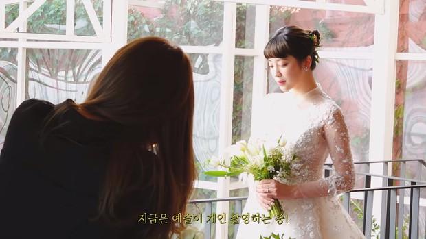 Hôn lễ cặp đôi cưới sau 700 ngày yêu: Lung linh, cô dâu lộng lẫy, Taecyeon (2PM) cùng dàn nam thần MBLAQ đến chung vui - Ảnh 7.