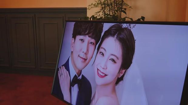 Hôn lễ cặp đôi cưới sau 700 ngày yêu: Lung linh, cô dâu lộng lẫy, Taecyeon (2PM) cùng dàn nam thần MBLAQ đến chung vui - Ảnh 3.