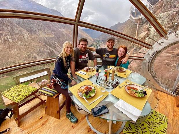 """""""Chiếm đóng"""" giữa kỳ quan thiên nhiên như Mã Pì Lèng Panorama, khách sạn lưng chừng núi ở Peru lại được khen hết lời - Ảnh 21."""