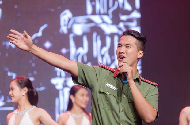 Ngọc Thanh Tâm ôm chầm Phương Oanh khi cùng đăng quang Mỹ nhân hành động - Ảnh 7.