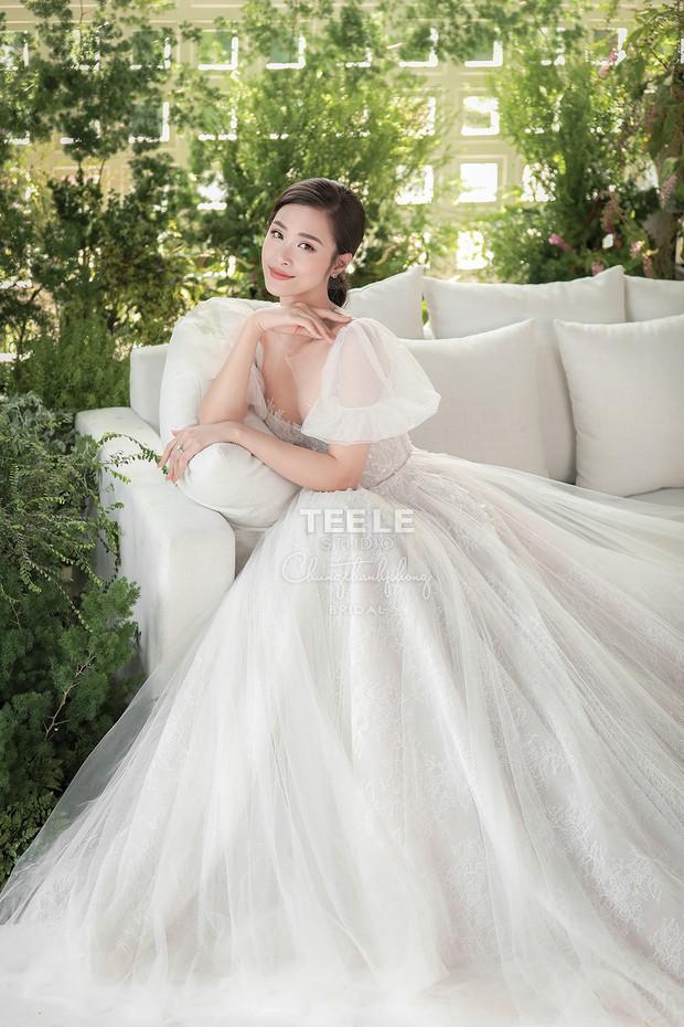 Lộ diện 6 chiếc váy cưới của Đông Nhi, chưa hết trầm trồ về độ lộng lẫy đã phải choáng khi biết cô chơi tới 10 bộ cả thảy - Ảnh 1.