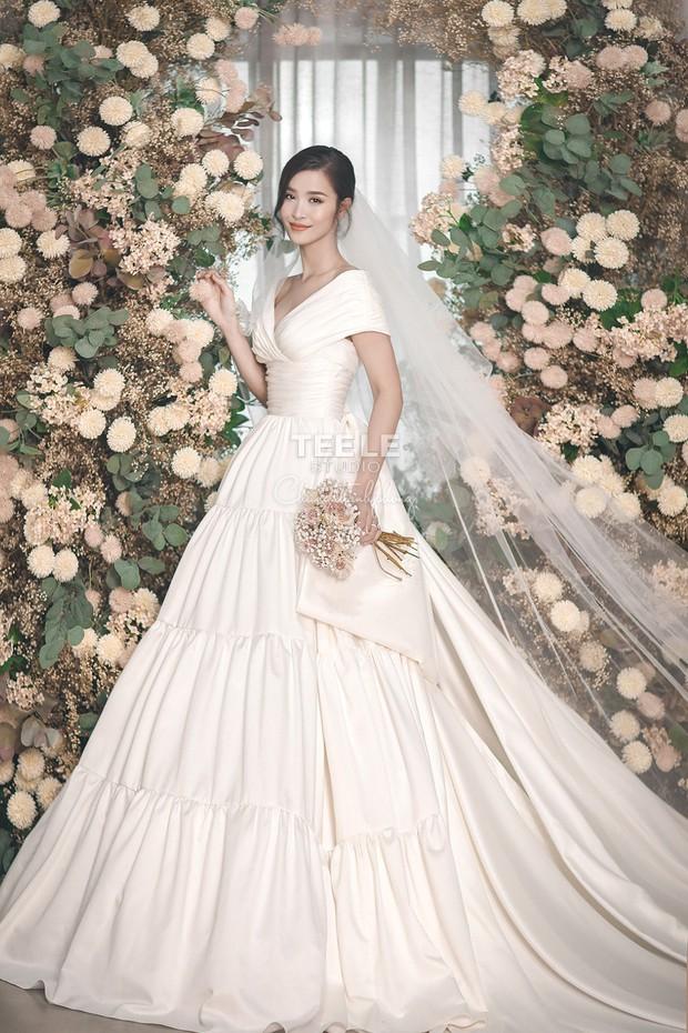 Lộ diện 6 chiếc váy cưới của Đông Nhi, chưa hết trầm trồ về độ lộng lẫy đã phải choáng khi biết cô chơi tới 10 bộ cả thảy - Ảnh 3.